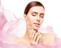 De Make-up van de vrouwenschoonheid, de Zorg Natuurlijke Mooi van de Gezichtshuid maakt omhoog Stock Foto's