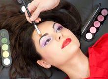 De make-up van de wenkbrauw met borstel Royalty-vrije Stock Foto's