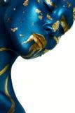 De make-up van Halloween De maniervrouw van de close-upschoonheid met blauwe gouden Sk stock afbeeldingen
