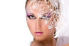 De make-up van het meisje professioneel in witte sluier Stock Fotografie