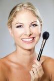 De make-upborstel van de vrouw Stock Afbeelding