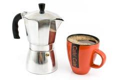 De maker van de espresso met kop van koffie royalty-vrije stock afbeeldingen