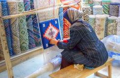 De maker van het tapijt stock foto