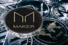 De Maker van muntstukcryptocurrency tegen belangrijkste alitcoins MKR-muntstuk royalty-vrije stock fotografie