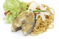 De makreel van de spaghettikoning, tomatensaus Stock Afbeeldingen