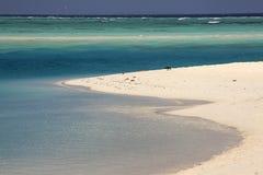 De Maldiven: de mooie kustlijn van zoneiland in Ari-atol Royalty-vrije Stock Afbeeldingen