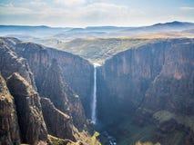 De Maletsunyane nedgångarna och den stora kanjonen i de bergiga högländerna nära Semonkong, Lesotho, Afrika Royaltyfri Fotografi