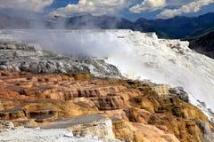 De mammoet Hete Lentes, Nationaal Park Yellowstone Stock Afbeeldingen