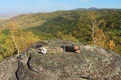 De man in bergen Stock Afbeelding
