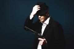 De man in de gangster van stijlchicago stock fotografie