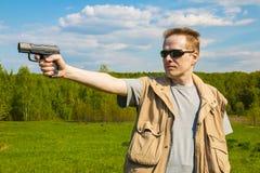 De man die van het sportenkanon schieten Royalty-vrije Stock Afbeelding