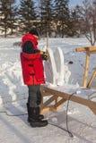 De man doet de vlinder van sneeuw Stock Foto's