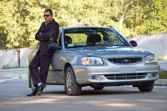 De man en de auto royalty-vrije stock foto's