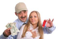 De man en de jonge vrouw met een creditcard en Stock Foto
