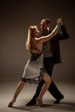 De man en de vrouw het dansen Argentijnse tango Stock Foto's