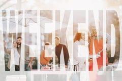 De man en de Vrouw roosteren BBQ Weekendconcept stock afbeeldingen