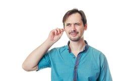 De man maakt oren q-Uiteinden schoon Stock Foto