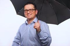 De man met een paraplu stock afbeelding