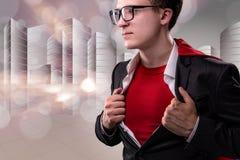 De man met rode dekking in super heldenconcept Stock Fotografie