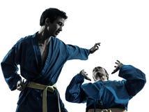 De man van vietvodaovechtsporten van de karate het silhouet van het vrouwenpaar royalty-vrije stock afbeelding