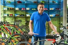 De manager van de fietsopslag stock fotografie