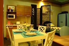 De mand van de huwelijksbloem, ringsshell en enkel gehuwd bord, Stock Foto
