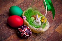 De Mand van Pasen en Gekleurde Eieren stock afbeelding