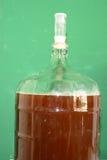 De mandefles van het glasbier met bier wordt gevuld dat royalty-vrije stock foto