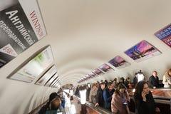 De manière tunnel d'escalator vers le bas Images stock