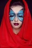 De manier maakt omhoog. De make-up van de vlinder op gezichts mooie vrouw. Kunst P royalty-vrije stock fotografie