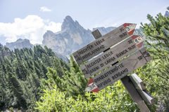 De manier om in de bergen te gaan Stock Afbeelding