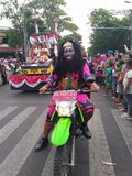 de manierantagonist op Carnaval-gebeurtenis herdenkt solo de onafhankelijkheid van Indonesië in de straat van slametriyadi royalty-vrije stock fotografie