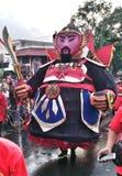 de maniercijfers met reuzepop bij de gebeurtenis herdenken de onafhankelijkheid van Indonesië op weg slamet riyadi solo 2017 stock fotografie