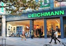 De manieropslag van Deichmann in Frankfurt Stock Foto