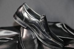 De manierschoenen van de Menswearluxe en kledingindustrie stock foto's