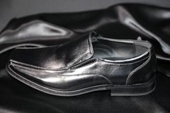 De manierschoenen van de Menswearluxe en kledingindustrie stock afbeeldingen