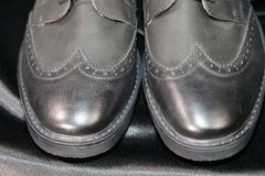 De manierschoenen van de Menswearluxe en kledingindustrie stock afbeelding
