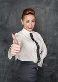 De maniervrouw die duimen tonen ondertekent omhoog Stock Afbeelding