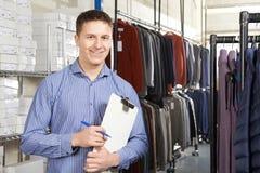 De Manierzaken van zakenmanrunning on line met Klembord royalty-vrije stock foto