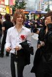 De mannelijke gastheren zoeken potentiële cliënten in Kabukicho Royalty-vrije Stock Foto's