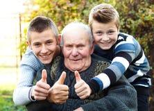 De mannelijke generaties beduimelt omhoog stock afbeeldingen