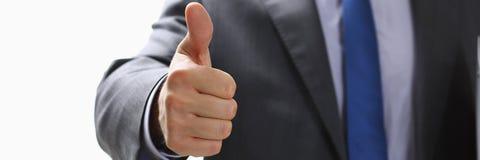 De mannelijke hand die o.k. tonen of bevestigt teken met omhoog duim Stock Afbeelding