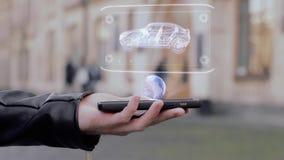 De mannelijke handen tonen op hologram moderne Suv van smartphone het conceptuele HUD stock footage