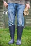De mannelijke Handschoenen van Tuinmanholding tools and Royalty-vrije Stock Fotografie