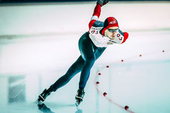 De mannelijke schaatser stelt afstand van 500 meters in werking Stock Afbeeldingen