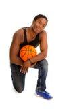De mannelijke Speler van het Straatbasketbal stock afbeeldingen