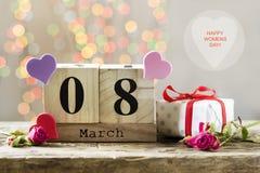 8 de março, calendário de madeira, dia feliz do ` s das mulheres Fotografia de Stock
