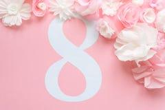8 de março cartão do dia do ` s das mulheres com flores de papel Fotografia de Stock
