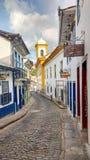 25 de março de 2016, cidade histórica de Ouro Preto, Minas Gerais, Brasil, rua de pedrinha com as casas coloniais da época do our Imagem de Stock Royalty Free