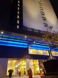6 de março de 2017, Kuala Lumpur Os íbis denominam Kuala Lumpur Sri Damansara Hotel na noite Fotos de Stock